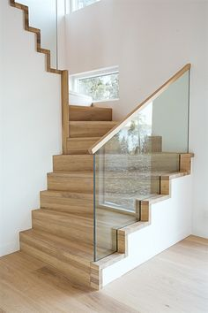 modern stairs design with glass Stair Banister, Stair Railing Design, Railings, Glass Stair Railing, Railing Ideas, Bannister, Escalier Design, Glass Stairs, Hallway Designs