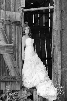 Jessica Frey barn wedding shoot 04 681x1024 Post Wedding Photo Shoot   Lauren & Andrew Part 2