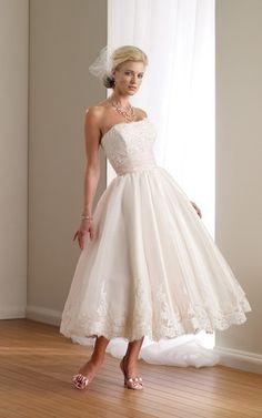 Perlenbesetztes trägerloser Ausschnitt romantisches lockeres Brautkleid ohne Ärmeln mit Schleier