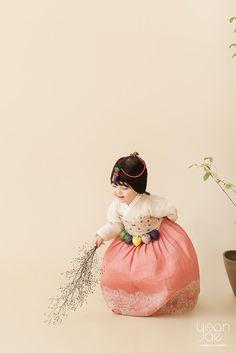 연재한복 : : 2018 1st Collection : 네이버 블로그 Korean Traditional, Traditional Fashion, Traditional Dresses, Baby Girl Photography, Children Photography, Scenic Photography, Night Photography, Landscape Photography, Korean Hanbok