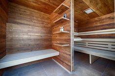 Sauna in Altholz mit Vorraum, Regalen und Sitzbank Outdoor Sauna, Modern, Stairs, Home Decor, Dolphins, Infrared Heater, Banquette Bench, Old Wood, Shelf