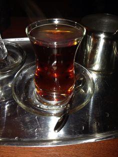 احلى چاي Cafe Shop, Chicken Tikka, Arabic Food, Shot Glass, Foodies, Spirituality, Chinese, Cooking, Tableware