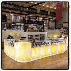 Pop-up Boutique Elvea  Stadsfeestzaal ANTWERP  130 jaar Elvea wordt gevierd met een pop-up boutique  Luigi Vitelli