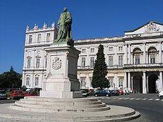 El Palacio Nacional de Ajuda (en portugués Palácio Nacional da Ajuda, o Paço de Nossa Senhora da Ajuda) es un monumento nacional portugués, situado en la freguesia de Ajuda, en Lisboa.  Antigua residencia de estilo neoclásicoutilizada por la Familia Real portuguesaa lo largo del siglo XIX.