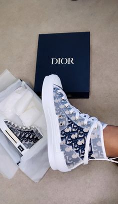 Cute Sneakers, Best Sneakers, Sneakers Fashion, Fashion Shoes, Shoes Sneakers, Adidas Shoes Outfit, Nike Air Shoes, Jordan Shoes Girls, Girls Shoes