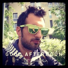Self-timer afternoon☀️#selfie #time #garibaldi #sunglasses #oakley #isola #sun #kiss #sky #outdoors #nature #world #love #beautiful #instagood #fun #cool #life #nice #milano #italia #day #spring #it (presso Corso Como)