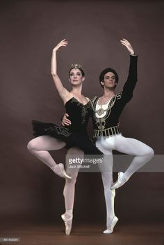 Fernando Bujones and Cynthia Gregory perform 'Black Swan' at the American Ballet Theatre in June Ballet Art, Dance Ballet, American Ballet Theatre, Nureyev, Dance Tights, Ballet Fashion, Ballet Costumes, Dance Pictures, Black Swan