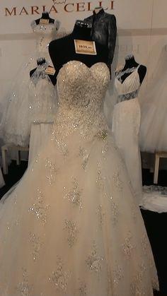 Una sposa di MARIA CELLI alta moda