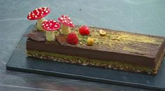 Kirsten Tibballs' 'Eve' recipe from MasterChef Australia, use a buche de noel mold and it's a yule log entremet How To Temper Chocolate, Melting Chocolate, Almond Chocolate, Chocolate Cake, Master Chef, Quiches, Masterchef Recipes, Hazelnut Praline, Masterchef Australia