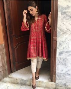 Image may contain: one or more people and people standing Stylish Dress Designs, Designs For Dresses, Stylish Dresses, Fashion Dresses, Pakistani Fashion Casual, Pakistani Outfits, Indian Outfits, Simple Pakistani Dresses, Pakistani Dress Design