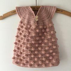 Så blev den lille søde kjole færdig! Er faktisk godt tilfreds resultatet ☺️☺️ #popcornmønster #hækle #hæklerier #crochet #crochetaddict #crochetaddicted #garn #garnafhængig #yarnfreak #yarnlove #yarnporn #yarnaddict #krea #håndarbejde #hæklehækle #elskerathækle