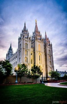 My favorite picture of the beautiful Salt Lake Temple! #lds #temple #perfection