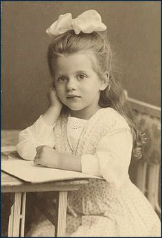 Victorian child - love those big hair bows