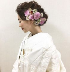 Japanese Wedding, Japanese Brides, Kimono Japan, Japanese Costume, Wedding Kimono, Hair Arrange, Japanese Hairstyle, Floral Hair, Hair Ornaments