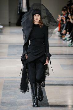 Ann Demeulemeester Fall 2017 Ready-to-Wear Fashion Show - Daiane Conterato (Elite)