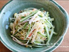 설명절음식,콩나물겨자냉채 만드는법, 사각사각 맛나요 K Food, Food Menu, Korean Dishes, Korean Food, Vegetable Seasoning, Cooking Recipes, Healthy Recipes, Daily Meals, Food Design