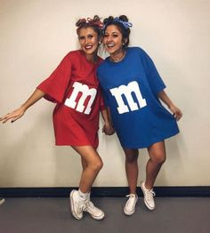 21 Easy and Sexy Halloween Costumes for Your Inspiration; Halloween costumes for teens; Halloween costumes for girls; Halloween costumes for women. Cute Group Halloween Costumes, Trendy Halloween, Halloween College, Matching Halloween Costumes, Halloween Ideas, Halloween Costumes Women Creative, Funny Group Halloween Costumes, Girl Group Costumes, Homemade Halloween