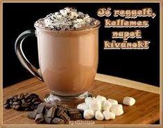 A Twist on the Classic Hot Chocolate: Mocha Coffee 2 Chocolate Smoothie Recipes, Hot Chocolate Recipes, Mocha Coffee, Coffee Latte, Mocha Drink, Hot Coffee, Coffee Shop, Chocolate Cream, Chocolate Coffee