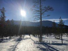 Niin mahtava hiihtokeli #äkäslompolo #kevät #hiihto #latu