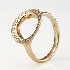 18k white gold and diamonds by Satomi Kawkita.