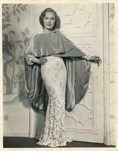 fay wray in gown Hollywood Glamour, Golden Age Of Hollywood, Vintage Hollywood, Classic Hollywood, Hollywood Style, Hollywood Fashion, 1930s Fashion, Vintage Fashion, Carol Lynley