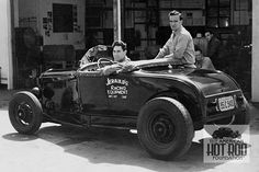 Ford roadster with closed hood sides.The speed shop shows a Calif address. Vintage Racing, Vintage Cars, Vintage Auto, Vintage Style, Traditional Hot Rod, Classic Hot Rod, Teddy Boys, Old Trains, Chevrolet Trucks