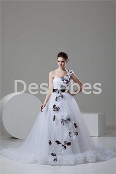 Robe de mariée A-ligne traîne palais une épaule ornée de fleurs