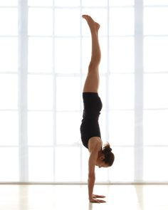 This year I want to develop the strength to do a full handstand. Gorgeous.