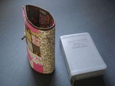 Você sabe que a Bíblia é um Livro muito importante, e por esse motivo temos que ter o máximo de cuidado com ela, que tal cuidarmos com mais carinho desse Livro Sagrado?