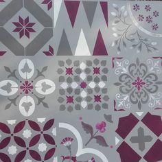 Les carreaux de ciment sont partout et offrent une décoration unique ! Sur les murs, les sols, les meubles et les textiles, ils donnent à la maison un caractère rétro, élégant et personnalisé. En effet, leurs motifs sont variés, leurs compositions surprenantes et leurs associations de couleur sont innombrables. Reproduisez le charme des carreaux de …