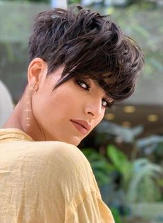 Haircut For Thick Hair, Short Curly Hair, Curly Hair Styles, Natural Hair Styles, Funky Short Hair, Short Pixie Haircuts, Pixie Hairstyles, Straight Hairstyles, Pixie Cut Styles