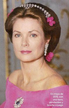 ❤ ♔ ❤ ♛ ❤ ♕ ❤ ♔ ❤ ♛ ❤ ♕ Grace Kelly wearing a tiara, 1976