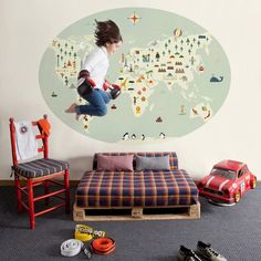 Montessori toddler bed/world map Montessori Toddler Rooms, Palette Bed, Wallpaper Collection, Deco Design, Of Wallpaper, Kid Spaces, Kid Beds, Kids Decor, Kids Furniture