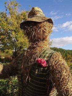 Balkondaki/bahçedeki bitkilerinize rahat vermeyen kuşlar mı var? Çözüm kolay!