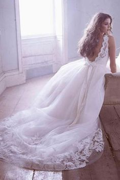 Love the loose and flowy but with still some kind of shape/structure. Especially the top.   And of course the lace