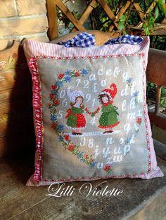 Lilli Violette: friendship's garland Christmas Tree Pattern, Christmas Cross, Xmas, Cross Stitch House, Violet, Cross Stitch Embroidery, Garland, Needlework, Friendship