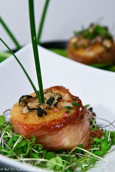 Want to wooo your lady this Valentines?? Try this simple Prosciutto wrapped scallop with truffled vinaigrette