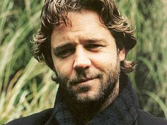 Hollywood actor Russell Crowe and his short to mid length mullet hairstyle