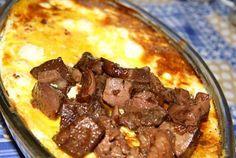 Retete Culinare - Mamaliguta la cuptor garnisita cu branzica, oua si ficatei Polenta, Beef, Meals, Cooking, Sweet, Meat, Kitchen, Meal, Yemek