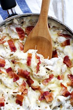 Super cheesy pasta shells in alfredo sauce, topped with crispy bacon!