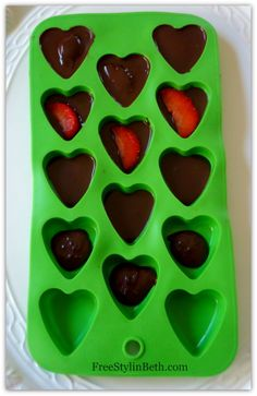 Not Your Ordinary Chocolate Covered Strawberries!! how cute and smart is this!