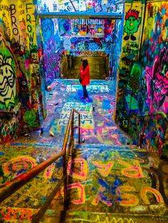 Graffiti Tunnel University of Sydney  They have a free expression tunnel too?!?!?!