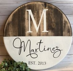 Circle wooden sign family name - sign ideas diy home decor, wood crafts и d Crafts To Make, Diy Crafts, Crafts Cheap, Creative Crafts, Fall Crafts, Sewing Crafts, Diy Wood Signs, Country Wood Signs, Painted Wooden Signs