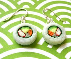 These adorable Sushi Earrings look good enough to eat! What an adorable find from our favorite place to find food jewelry; These polymer clay treats, feature Avocado and Crab ingredients, and truly look like the real thing. The Etsy Sh Cute Polymer Clay, Polymer Clay Charms, Polymer Clay Earrings, Weird Jewelry, Cute Jewelry, Jewlery, Funky Jewelry, Funky Earrings, Diy Earrings