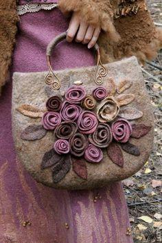 Afbeeldingsresultaat voor How to make this Crochet Felted Flower Bag Pattern Tutorial. Fabric Handbags, Fabric Bags, Diy Sac, Felt Purse, Embroidery Bags, Flower Bag, Handmade Purses, Boho Bags, Patchwork Bags