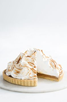 Beautiful butterscotch pie with billows of fluffy meringue and a buttery pastry crust. Sweets Recipes, Just Desserts, Delicious Desserts, Yummy Food, Tapas, Yummy Treats, Sweet Treats, Meringue Pie, Sweet Pie