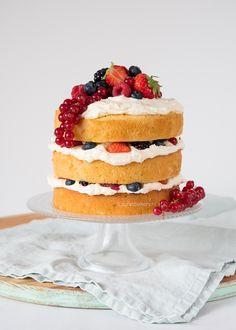 Berries and Cream Vanilla Cake - Gluten Free, Vegan, Refined Sugar Free - Just What We Eat Sugar Free Vanilla Cake, Vegan Vanilla Cake, Vegan Cake, Vegan Food, Sweet Recipes, Cake Recipes, Vegan Recipes, Recipes With Coconut Cream, Lemon Blueberry Muffins