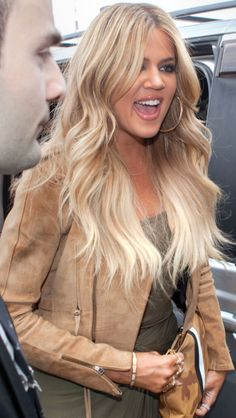 I am LOVING the blonde hair on Khloe