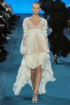 yves-saint-laurent-fall-2005-rtw-white-sheer-dress-profile.jpg (300×450)