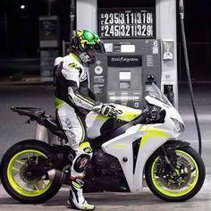 👊😎👍 #custom #bike #moto #cranked #superbike #bigchips #paint #wheelie #burnout #motorcycle #motorbike #muscle #honda #cbr #fireblade @stiflagram